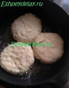 простые сырники из творога на сковороде