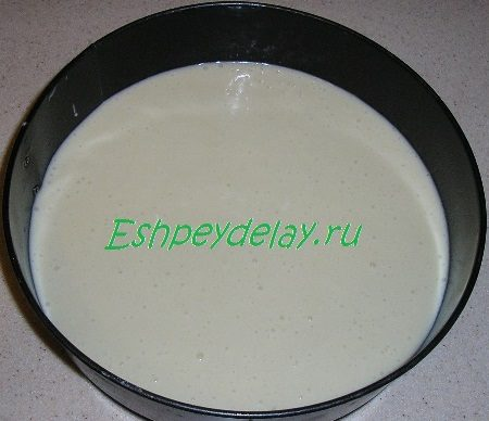 Тесто в форме для запекания