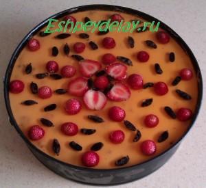 творожно-йогуртовый торт с ягодами