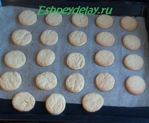 печенье на листе для запекания