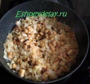 жаренные грибы с луком