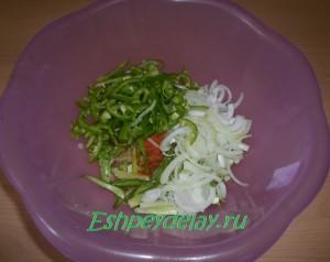 зелень для салата с мясом и огурцами