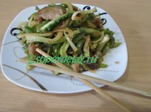китайский салат с мясом и огурцами