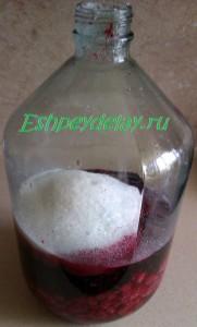 сахар с малиной и смородиной