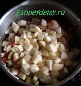 овощи с курицей в кастрюле