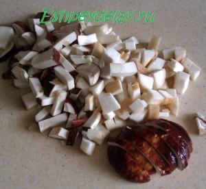 мелко нарезанный белый гриб