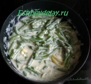 Стручковая фасоль в сливочном соусе на сковороде