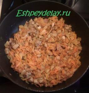 жаренные грибы с луком и морковью