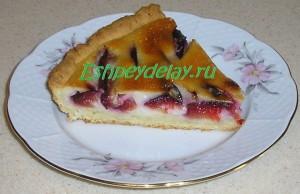 Вкусный сливовый пирог со сметаной