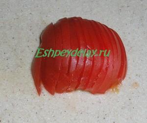помидор порезанный тонкими дольками
