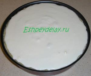 пирог со сливами залит заливкой