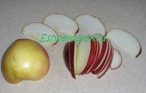 мелко нарезанное яблоко
