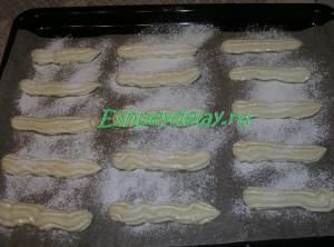 тесто для печенье савоярди на листе для запекания