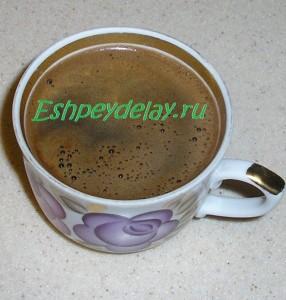 крепкий натуральный кофе в чашке