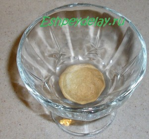 печенье савоярди пропитанное кофе на дне креманки