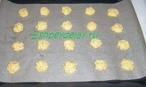 Кунжутное печенье на листе для запекания