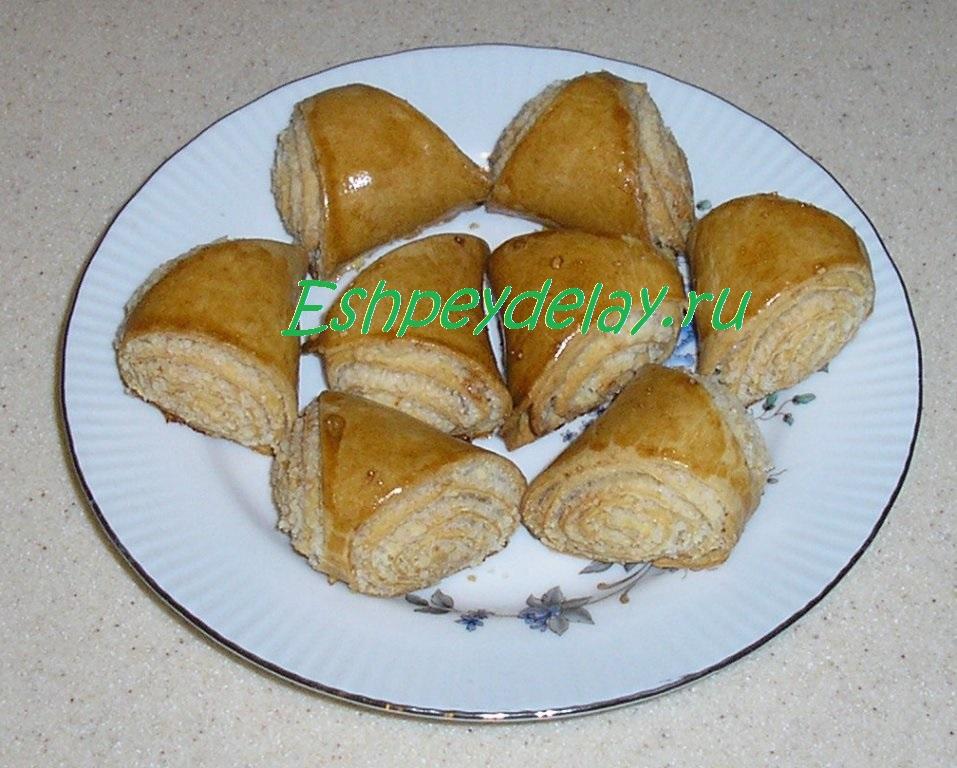 Печенье из дрожжевого слоеного теста с вареньем рецепт