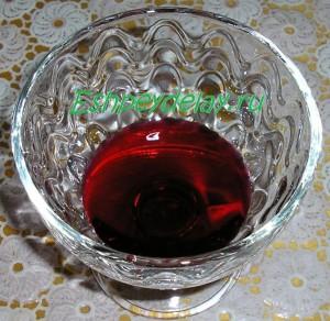 вишневый сироп в креманке
