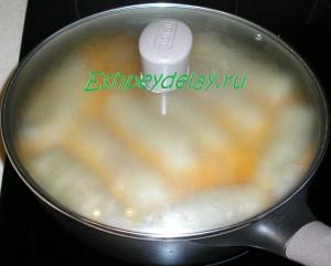 голубцы с фаршем и рисом в сковороде