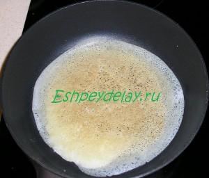 запеченый блин на сковороде
