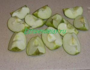 яблоки разрезанные на четвертинки