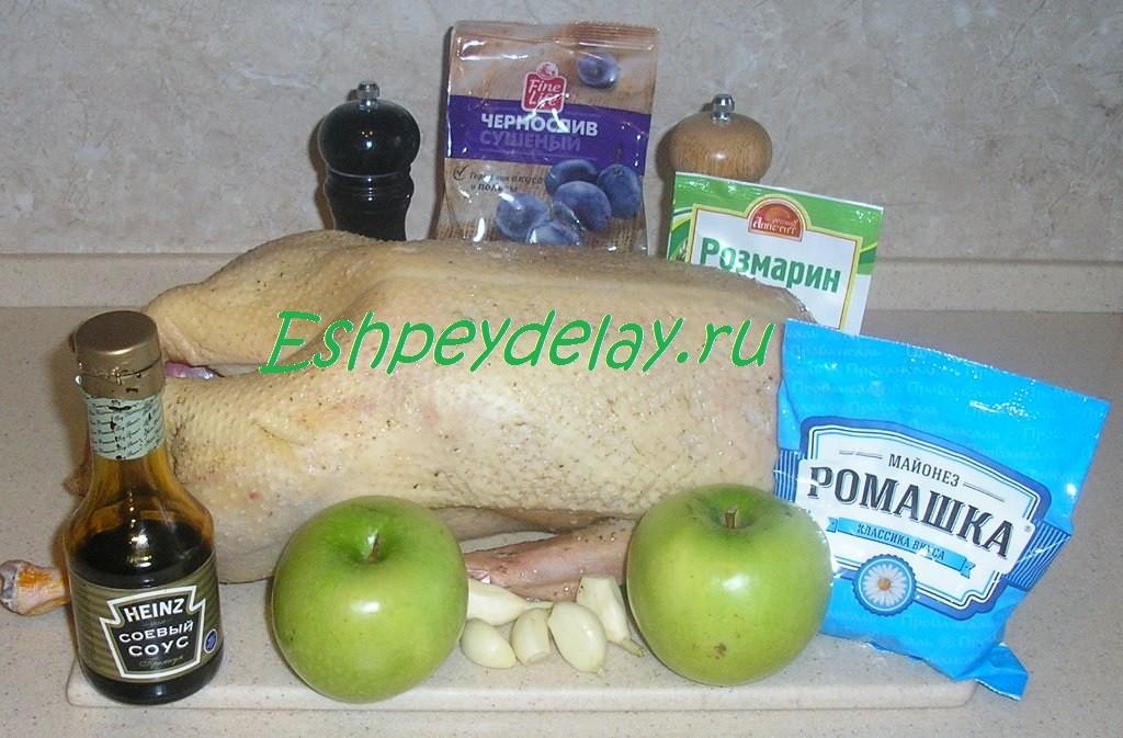 Рецепт гуся запеченного с яблоками и черносливом