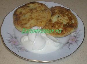 вкусные сырники с манкой и изюмом
