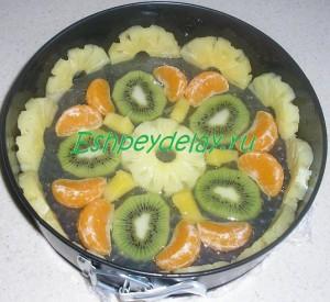 фрукты в форме для торта