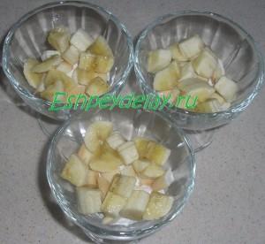 слой бананов в десерте с маскарпоне и фруктами