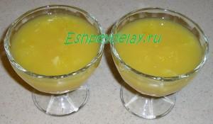 дольки апельсина с соком в креманках