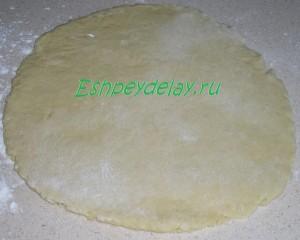 пласт теста для печенья на сметане с мёдом