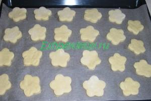 Печенье с медом на листе для запекания