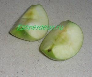 яблоки порезанные четвертинками