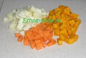 тыкува, морковь и картошка порезанные кубиками