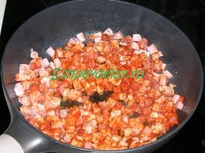 колбаса обжаренная с томатной пастой