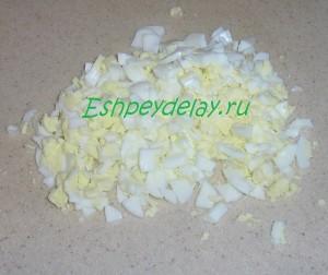 порезанные вареные яйца