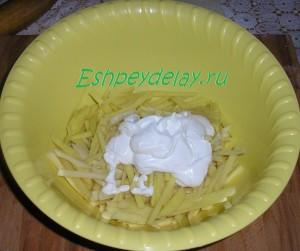 картошка в миске с майонезом