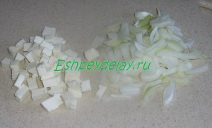 порезанные лук и сыр