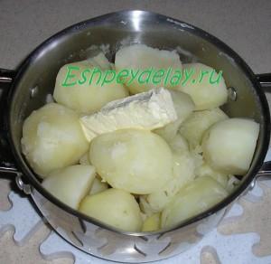вареный картофель с сливочным маслом