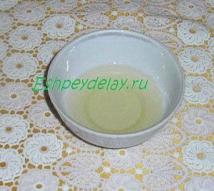 растительное масло в чашке