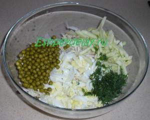 ингредиенты для салата с кальмарами и пекинской капустой