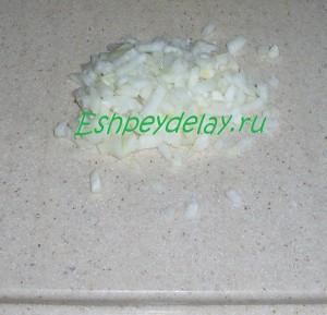 мелко порезанный лук
