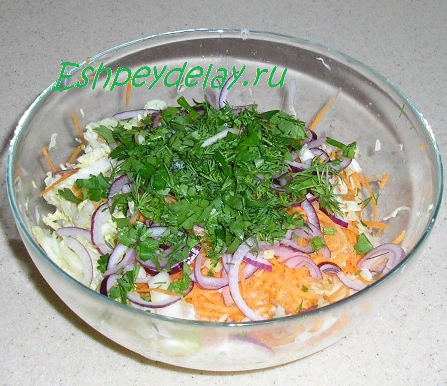 рецепт салата из капусты с колбасой и огурцами