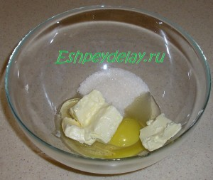 яйцо с маслом и сахаров для пирога