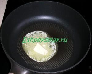 сливочное масло на сковороде