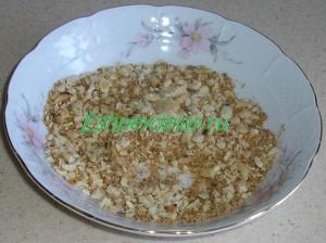 панировочные сухари и арахис