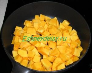 кусочки тыквы на сковороде