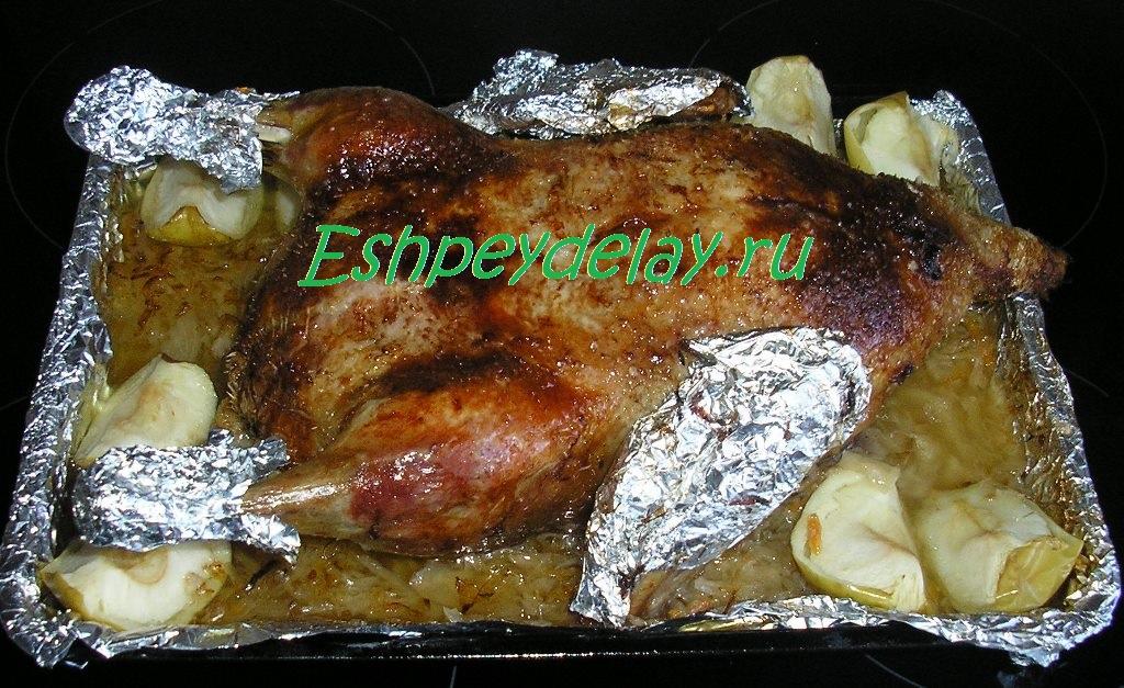 Утка в духовке с капустой с фото