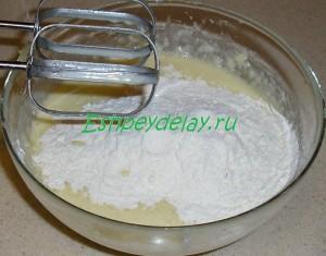 замешиваем тесто на торт птичье молоко с манкой