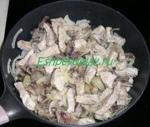 свинина обжаренная с грибами и луком